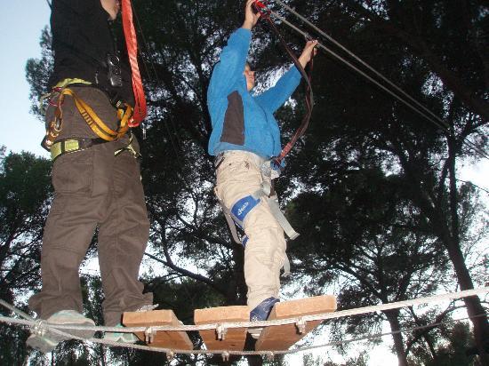 Jungle Parc: Ayudado por la monitora