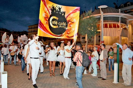 Le Cafe Cafe Biarritz : La parade