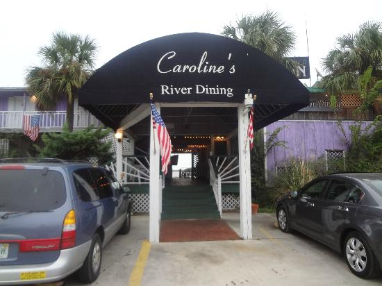Caroline's Dining on the River: entrance