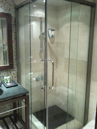 Hawthorn Hotel & Suites Hawally Kuwait : Baño