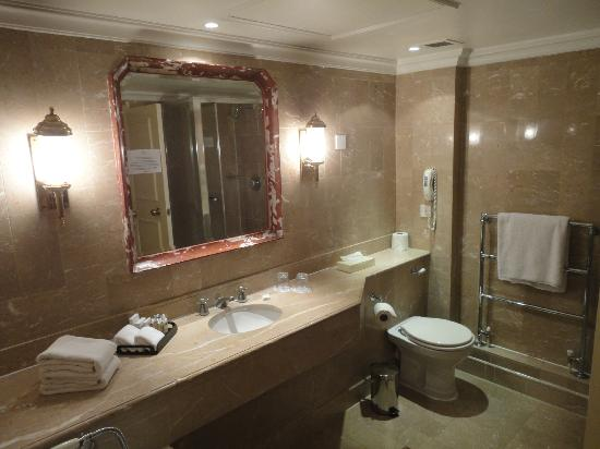 Millennium Hotel London Mayfair: Bathroom