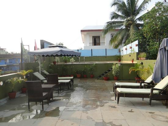 10 Calangute: Pool area...