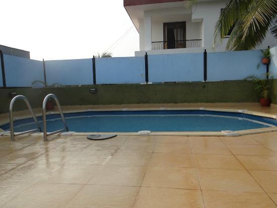 10 Calangute: pool