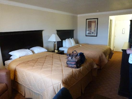Lompoc Valley Inn & Suites: Bedroom