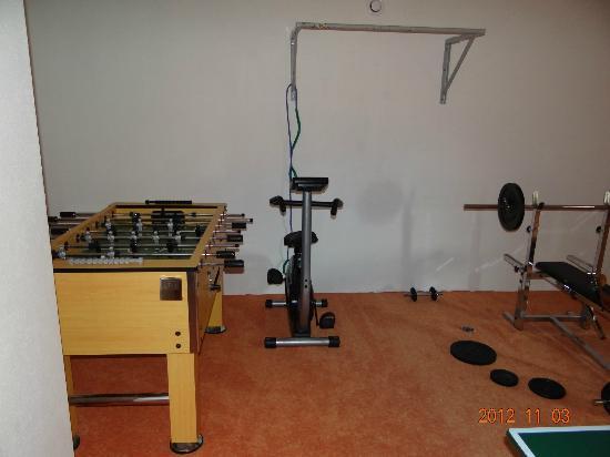 Appartements Hartlbauer: Fittnessraum mit Kicker und Tischtennisplatte