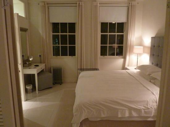 مور كوارترز هوتل: Stanza da letto