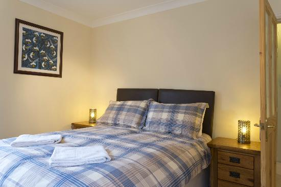 Poplar House Serviced Apartments: Bedroom. Apt No. 1