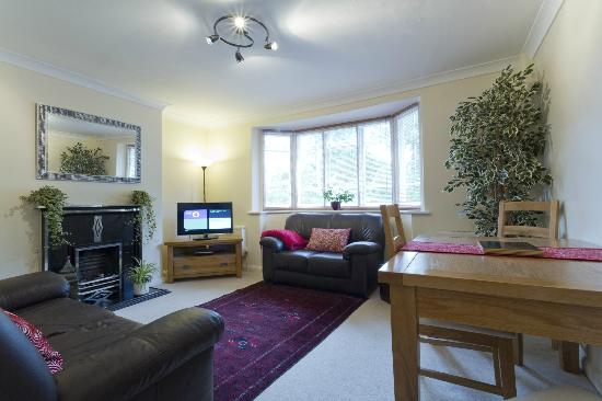 Poplar House Serviced Apartments: Lounge and Dining Area. Apt. No 2