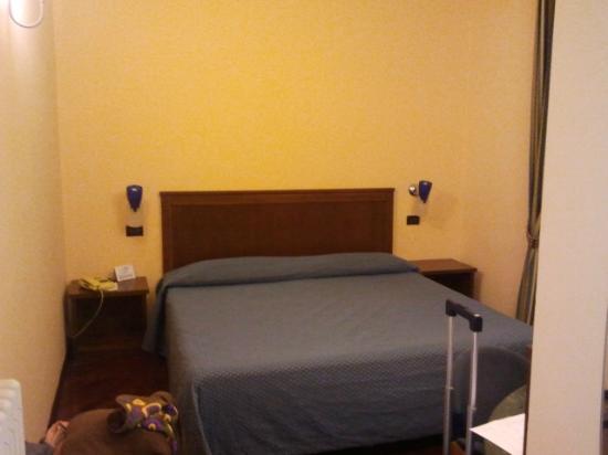 Hotel Millennium : letto maatrimoniale