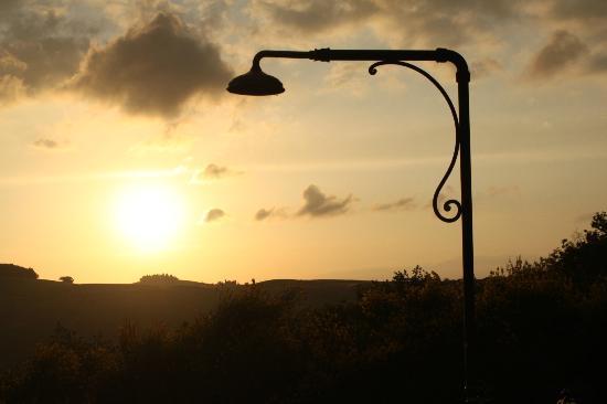 Agriturismo Le Macchie : Pool at sunset
