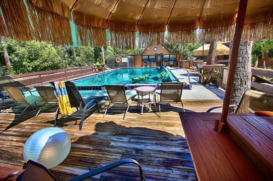 Kona Kai Motel: Swimming pool and deck area