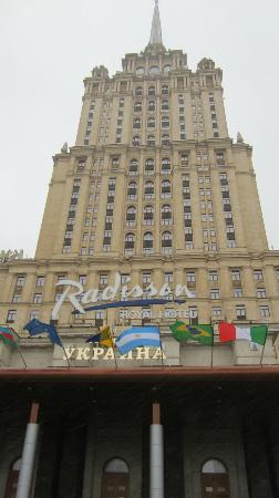 Radisson Royal Hotel Moscow: voorgevel van het oude hotel Ukraine, sinds 2007 hotel Radison Royal, na een grondige renovatie.