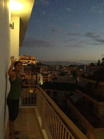 โรงแรมอโครโปลิสอามิบูทีค: Nightime view looking north towards the Acropolis. The room/balcony faces East.