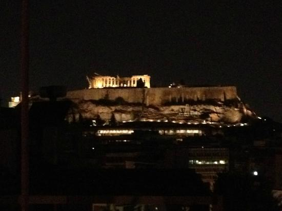 Acropolis Ami Boutique Hotel: Night view of the Acroplois