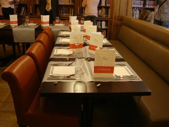 La Biblioteca: Une table accueillante nous attendait