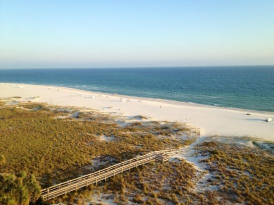 The Island House Hotel: Balcony view of beach