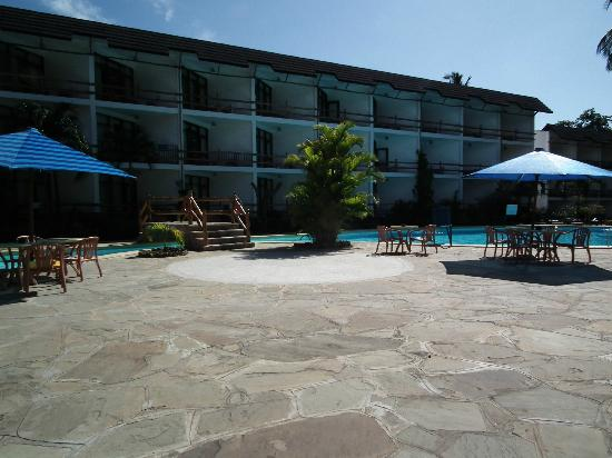 Travellers Beach Hotel & Club: Half board side