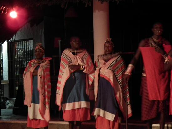 Travellers Beach Hotel & Club: Maasi dancers,enterainment at night