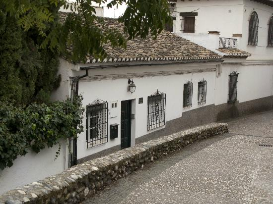 Las-Tres-Terrazas: Street view of the B&B