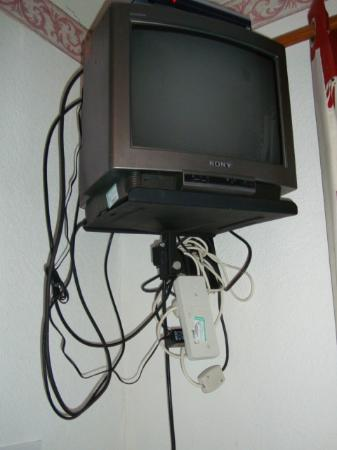 Park House Guest House : Dated Tv, with some excellent dodgy wiring, surely health & safety hazard