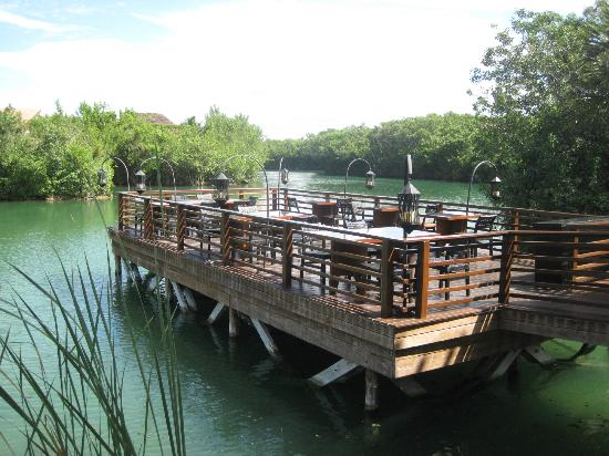 Banyan Tree Mayakoba: Saffron restaurant outdoor seating