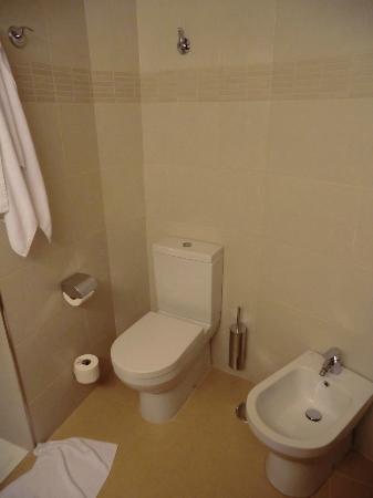 Riviera Beachotel: bathroom
