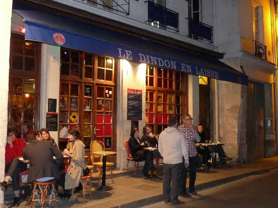 the outside of the restaurant foto le dindon en laisse paris tripadvisor. Black Bedroom Furniture Sets. Home Design Ideas