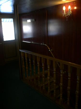 Boat Hostel Fortuna: Stairs to reception