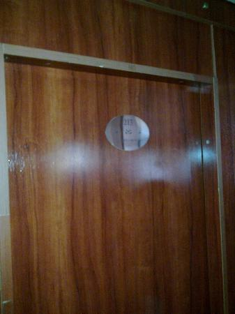 Fortuna Boat Hotel & Restaurant: Door of room