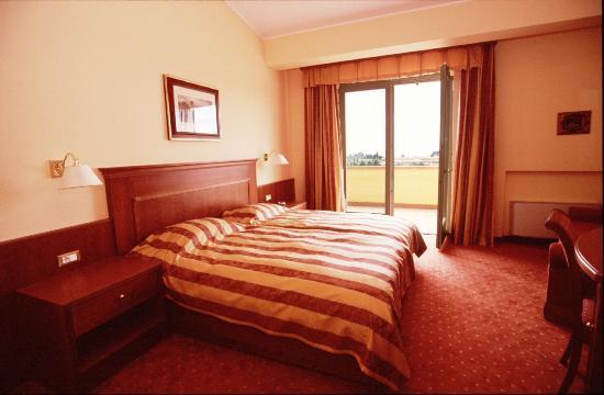 Hotel La Dolce Vita: camera matrimoniale