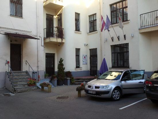 Hotel Edvards: The no-nonsense entrance and courtyard with a local rental car nobody would want to steal.