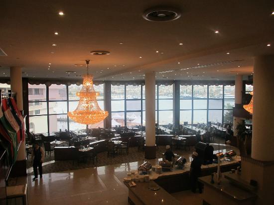 Excelsior Grand Hotel : Dineren met uitzicht op de haven