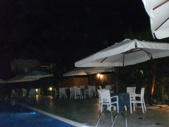 Agave Hotel Residence Inn: ristorante bordo piscina