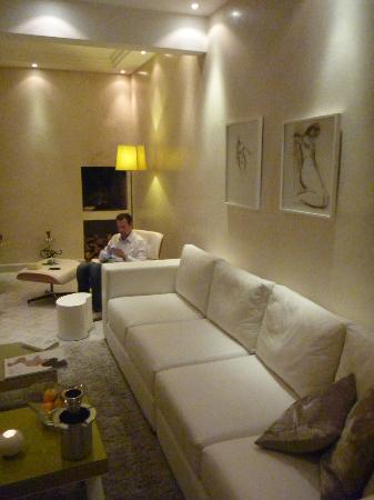 Riad Dar White: une partie du coin salon