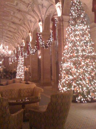 The Breakers: Amazing holiday display in lobby