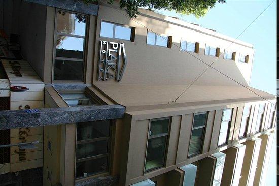 بلاكا هوتل: Hotel exterior