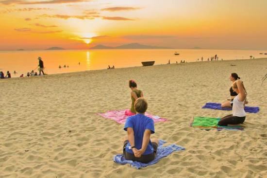 Hoi An Yoga: Sunrise yoga on An Bang beach