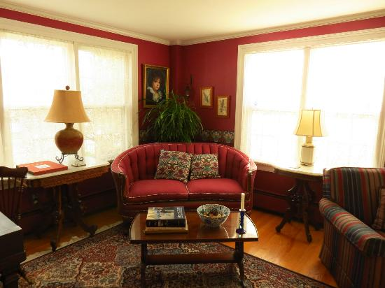 Crabtree Cottage: Sunny corner of the living room