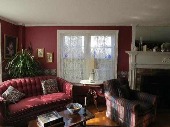 Crabtree Cottage: A view of the living room