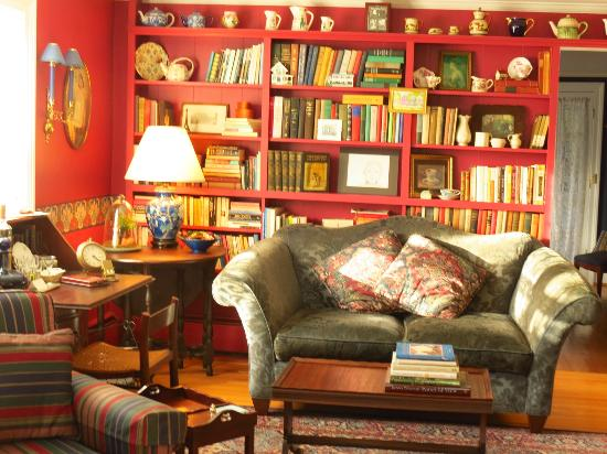 Crabtree Cottage: Bookshelves and loveseat