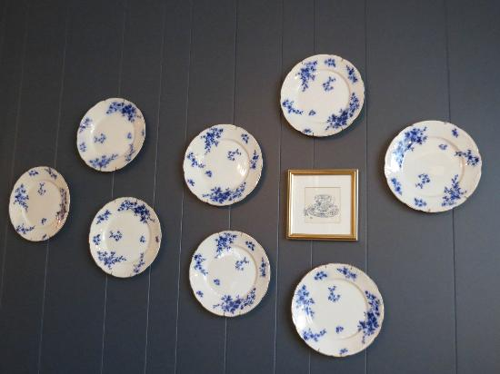 Crabtree Cottage: Decorative plates
