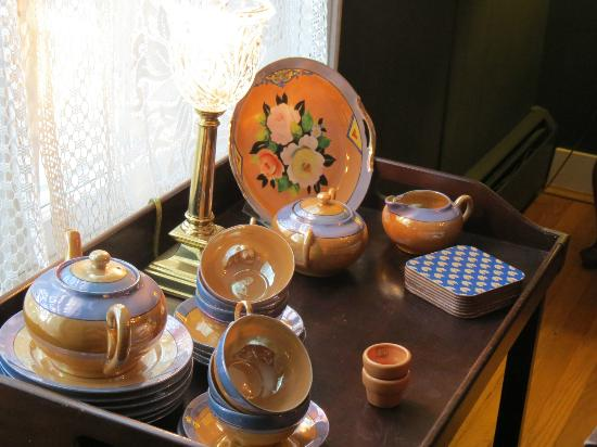 Crabtree Cottage: Pretty plates on the tea cart in the dining room