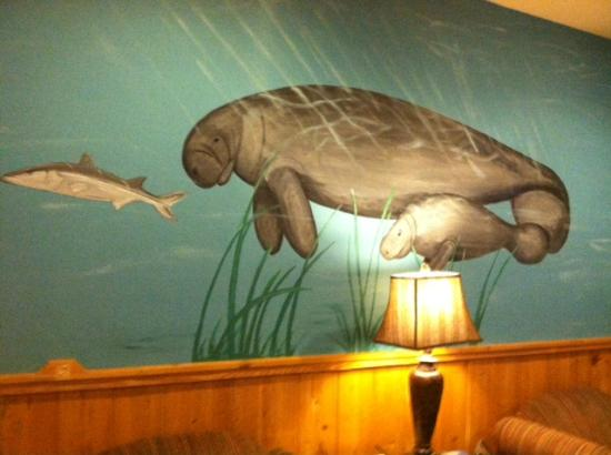 Magnuson Hotel Wildwood Inn: Wall mural of manatees in Function Area