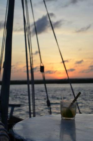 Hemingways Resort: Dhow and Dawa