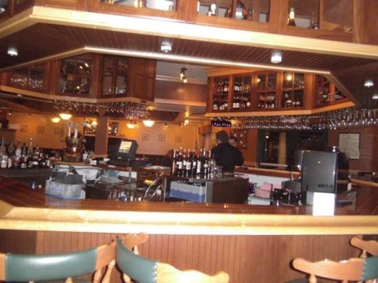 San Chez a Tapas Bistro : wrap around bar atmosphere