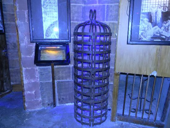 Torture Museum: Cage contraption at the Museum