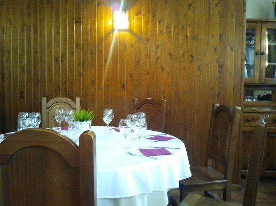 Restaurante Las Endrinas: mesas restaurante