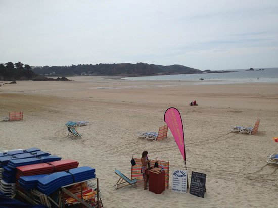 St. Brelade's Bay Beach: Beach in summer