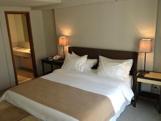 Serena Hotel: Bed