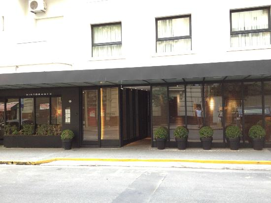 Serena Hotel: Hotel Entrance